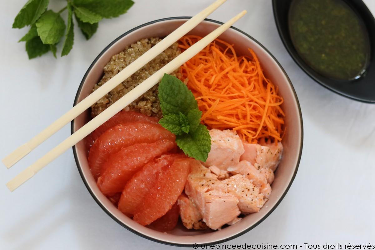Poke bowl saumon pamplemousse quinoa