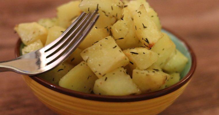 Pommes de terre rôties au four au thym et à l'ail
