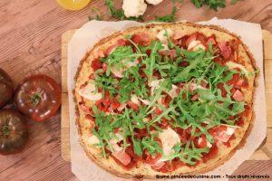 pizza avec une pâte à base de chou fleur une pincee de cuisine