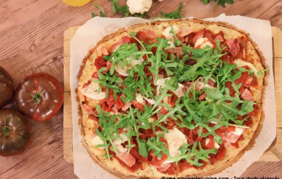Pizza avec une pâte à base de chou-fleur