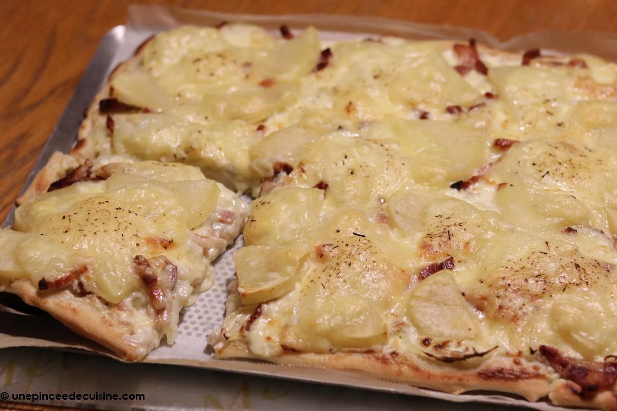 Pizza raclette croustillante et fondante