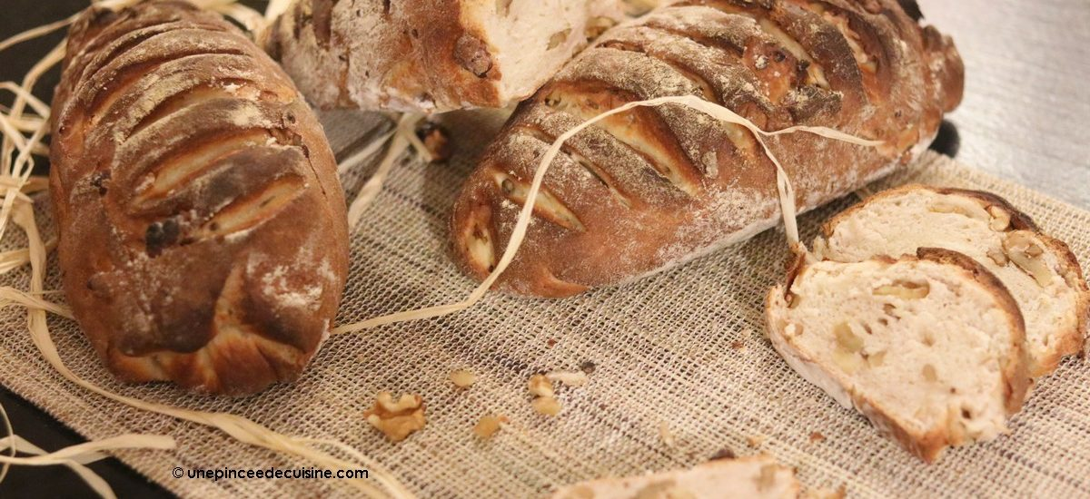 Pain au levain aux noix et au beurre