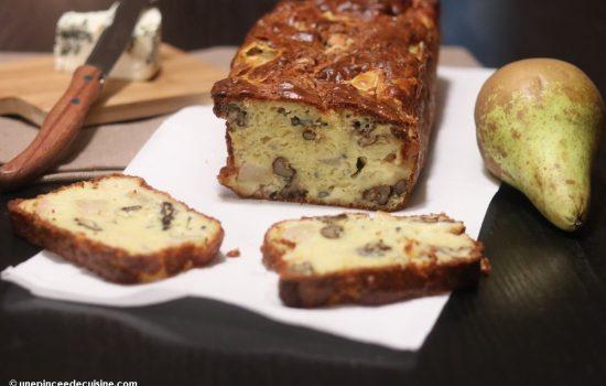 Cake au fromage bleu, poires et noix