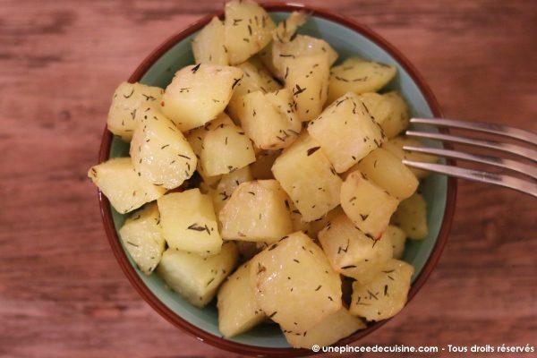 Pommes de terre rôties au four au thym et à l'ail une pincee de cuisine